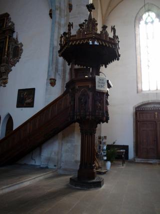 Bild: Die Kanzel auf der nordwestlichen Seite des Hauptschiffes der Kirche St. Stephani zu Aschersleben.