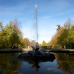 Das Denkmal SPEIENDE UNGEHEUER LINDWURM im Schlosspark zu Ballenstedt im Harz.