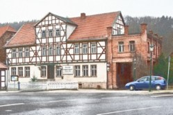 Bild: Die Gaststätte Schieferhaus in Wippra. Hier waren einst auch das Amtsgericht und das Gefängnis untergebracht. Render © 2012 by Birk Karsten Ecke.