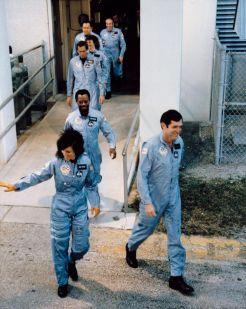 Επιβιβαζόμενοι προς την αποστολή STS 51-L του Challenger