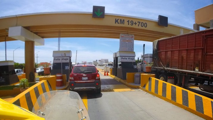 It looks like I found a toll road. Highway 15 south costs 84 pesos before I find the libre (free) road.