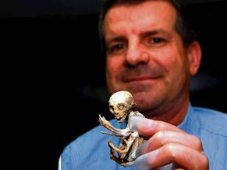 مایكل رمكه خبرنگار بیلد آلمان، نخستین كسی بود كه تحقیق در رابطه با آدم فضایی را ادامه داد. www.hashem.mihanblog.com