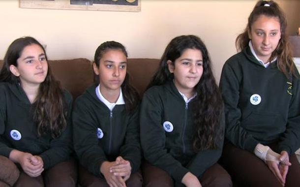 الطالبات الأربع هلا الدرة شهد أبو غريبة ولين مزاهرة وزين حسبان من المدرسة الأهلية للبنات - (تصوير- ساهر قدارة)