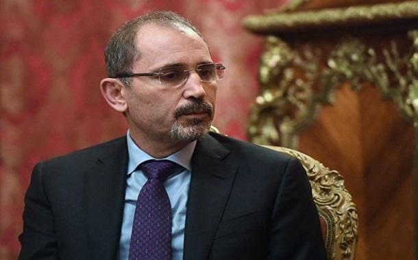 وزير الخارجية يرحب بفكرة شاب ويعد بدراستها