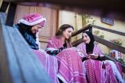 الملكة رانيا تطلع على مشاريع إبداعية من التراث الأردني