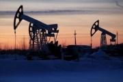 النفط يهبط أكثر من 2 في المئة