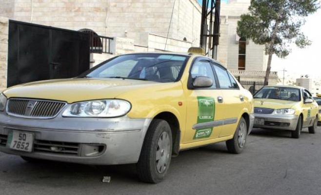 سيارات تاكسي في عمان - (تصوير- امجد الطويل)