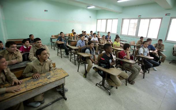 طلاب داخل غرفة صفية بإحدى مدارس عمان - (أرشيفية)