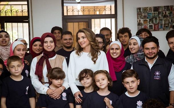 الملكة رانيا تلتقي طلبة مبدعين في أكاديمية يوريكا للتعليم التكنولوجي