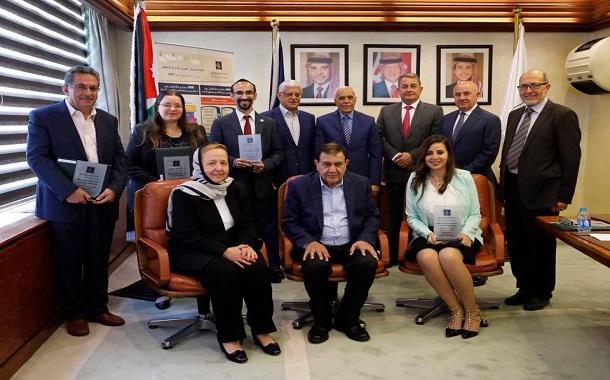فريز يكرم الفائزين بجوائز صندوق الحسين للإبداع والتفوق