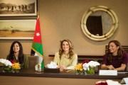 الملكة رانيا تستمع لشرح عن تحضيرات إطلاق أسبوع عمان للتصميم