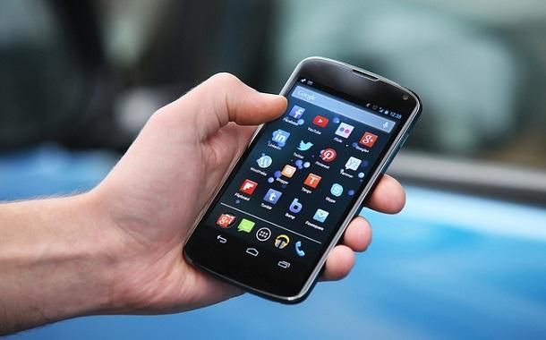دراسة: الهواتف الذكية تزيد عدد المصابين بقصر النظر