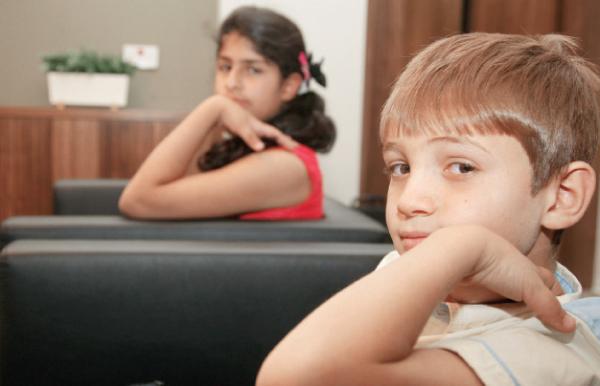 زراعة القوقعة.. عالم جديد يكتشفه صغار يأملون بالسمع بلا حدود