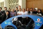 طلاب مصريون يصمّمون سيارة بالطاقة الشمسية لذوي الإعاقة