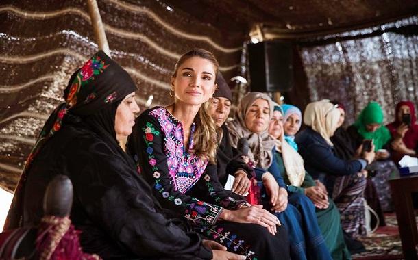 الملكة رانيا تزور الحلابات- صور