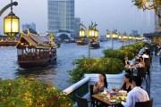 التكنولوجيا الرقمية تغزو أسواق الأطعمة بشوارع تايلاند