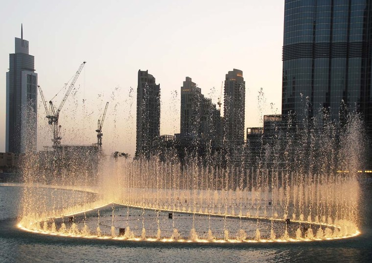 A beautiful view of the Dubai Fountain at Dubai Mall