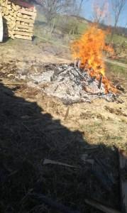 Kontrola požářiště po pálení