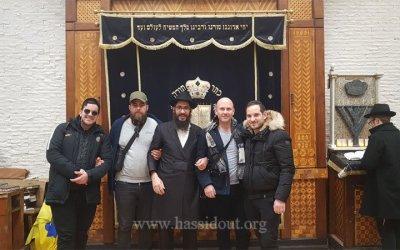Un groupe du Beth Habad de Nice voyage chez le Rabbi