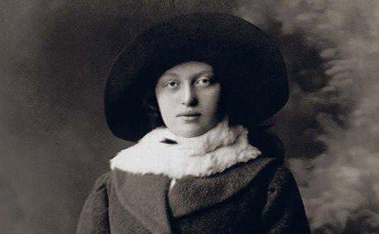 25 Adar, anniversaire de la Rebbetzin 'Haya Mouchka Schneershon, épouse du Rabbi