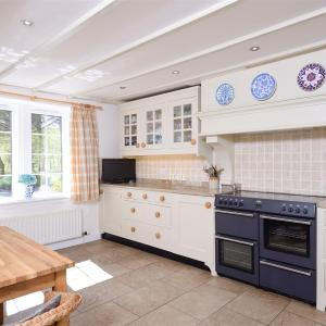 Traditional Cottage Kitchen