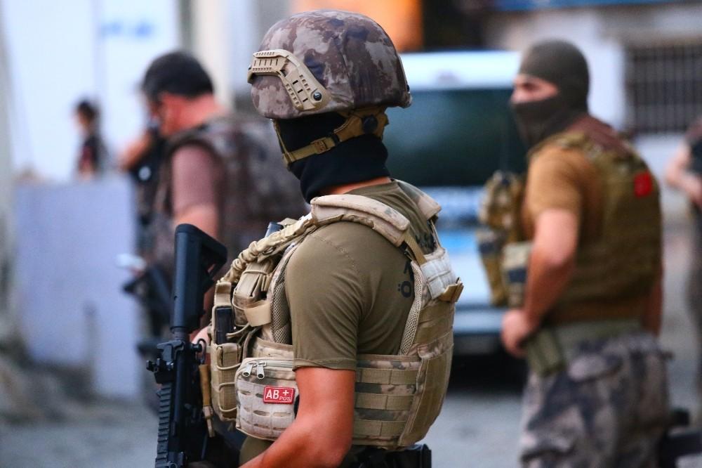 İskenderun'da suç örgütlerine şafak operasyonu