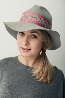 kapelusz indy z koronką na pasku