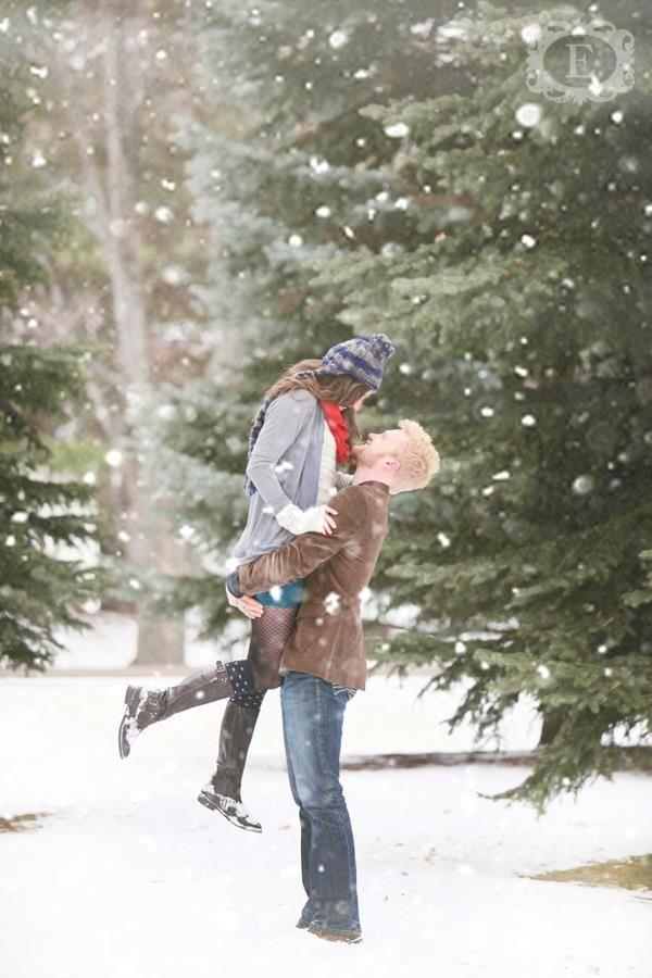 10 Romantic Winter Engagement Photo Ideas Hative