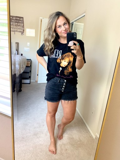 graphic tee outfit, graphic tshirt outfit, band tee, jean short outfit, weekly round up