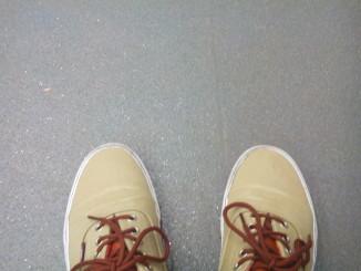 Sí, son mis pies en el metro.
