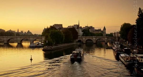 ... l'Île de la Cité sous un matin estival