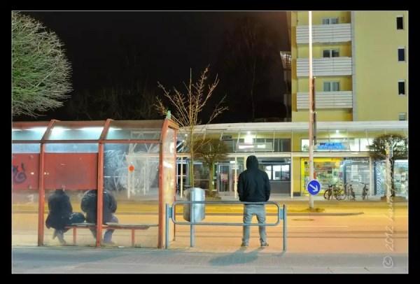 aubette et derniers noctambules en attendant le premier autobus