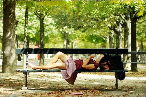 en se délassant. Parc du Luxembourg, Paris 6e
