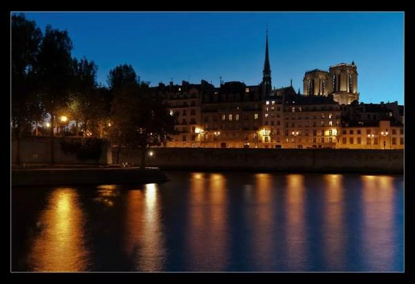 l'Île de la Cité au crépuscule