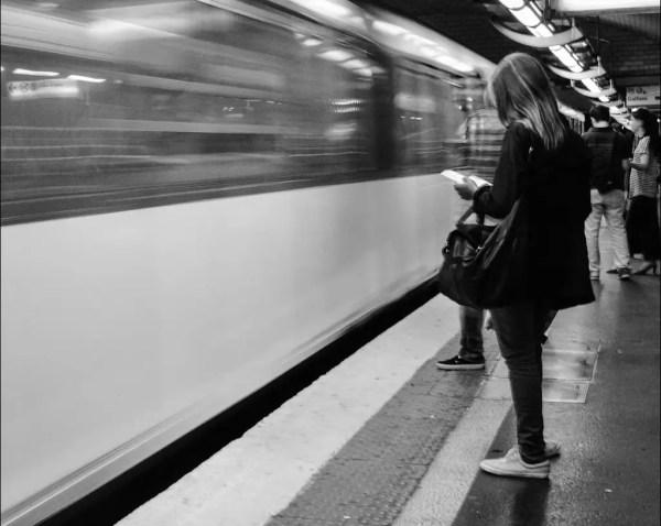 en attendant le train en toute tranquillité
