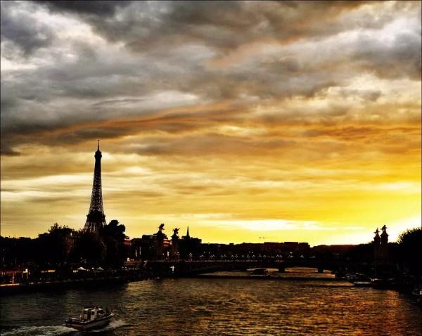 La Seine au coucher du soleil