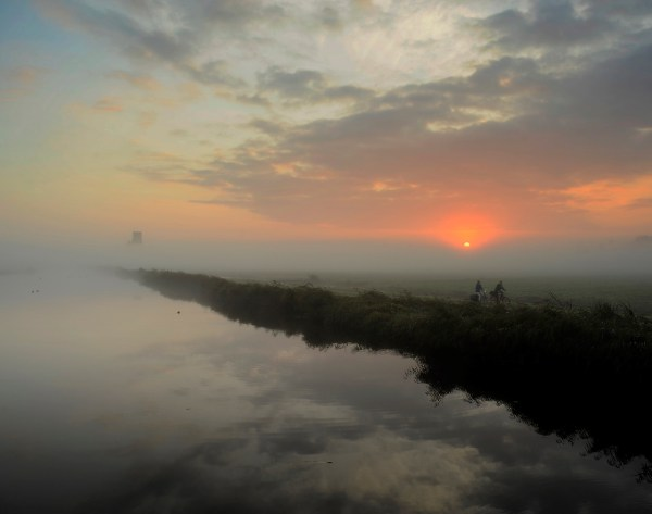le polder de Ransdorp sous un brouillard matinal