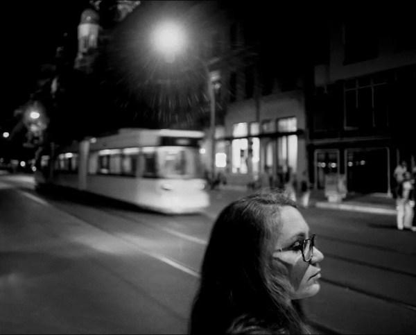 le rue en pleine nuit.  Oranienburger Strasse, Berlin. 2014.
