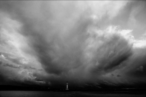 le phare de Friedrichsort sous un ciel lourd