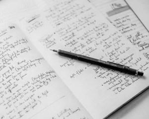 stylo Rotring 600 sur un cahier de notes