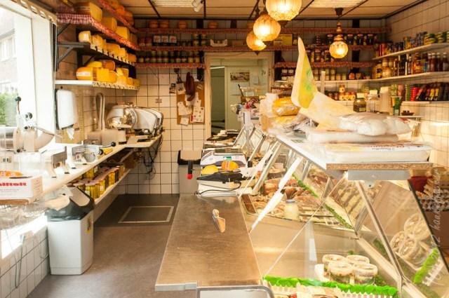 une fromagerie dans le quartier Purmerplein à Nieuwendam. Dessiné par B.T. Boeyinga, l'ensemble dont cette fromagerie est classé monument historique.