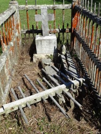 Birkenhead/Glenfield Cemetery fenced grave