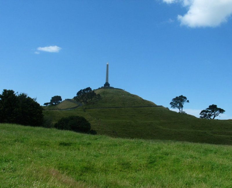UFO above One Tree Hill , Auckland 7th Feb 2015