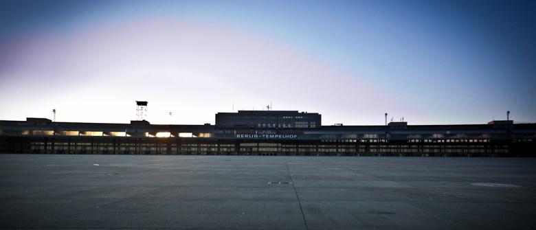 Der imposante Bau des Flughafenterminals in Berlin-Tempelhof
