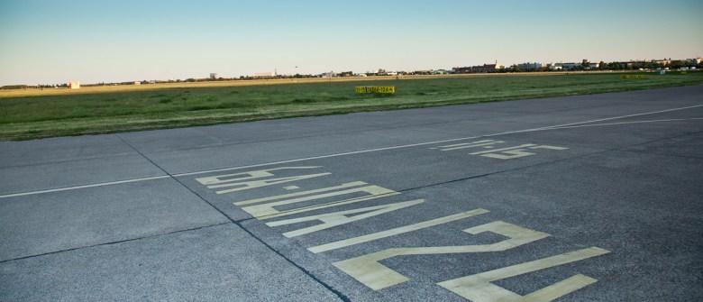 Blick auf die Startbahn des Flughafen Berlin Tempelhof