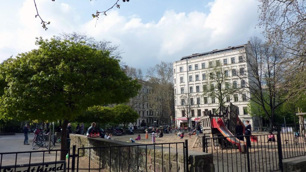 Berlin Prenzlauer Berg - Sanierungserhaltungsgebiet Kollwitzplatz - Bild 3