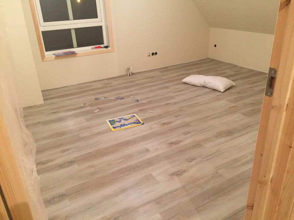 laminat verlegen haus. Black Bedroom Furniture Sets. Home Design Ideas