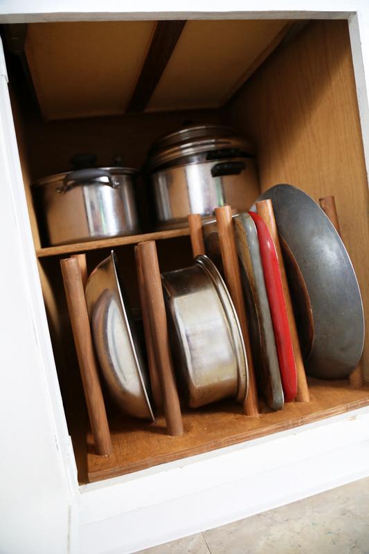 life-storage-kitchen-cookware-organization-10