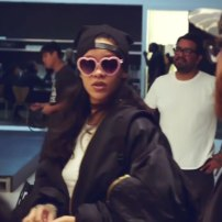 Rihanna in a-morir Schubert pink heart sunglasses