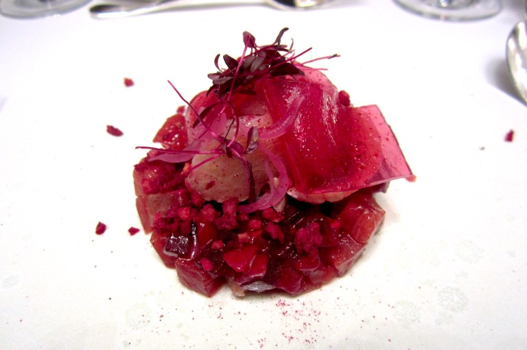 Tuna with spices and beetroot